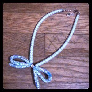Euc Betsey Johnson bow pearl necklace